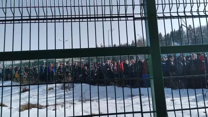 Хочуть у Європу: у мережу виклали фото гігантської черги на україно-польського кордоні. Фото: Лукаш Ворзеха