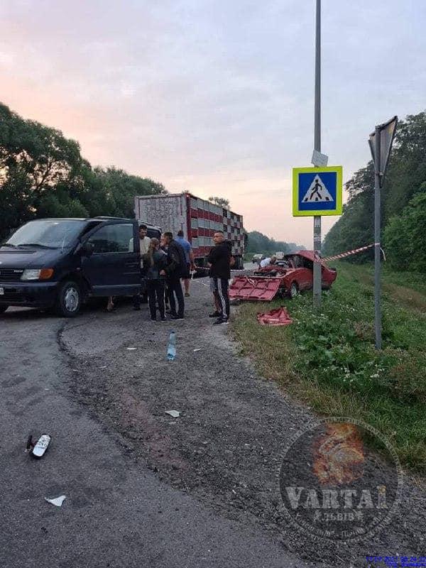 Неподалік Львові сталась смертельна ДТП. Фото: Варта1