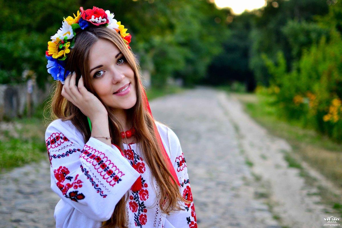 Українці святкують День вишиванки: традиції. Фото: amazingukraine.pro